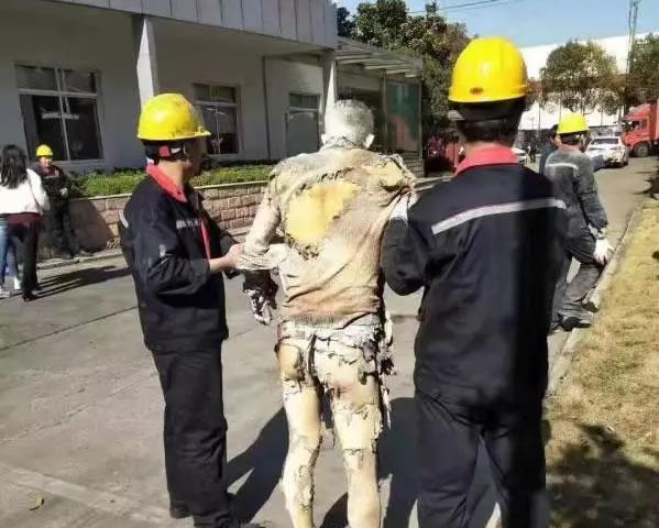 惨烈!一包装企业爆炸引起火灾,一员工大面积烧伤